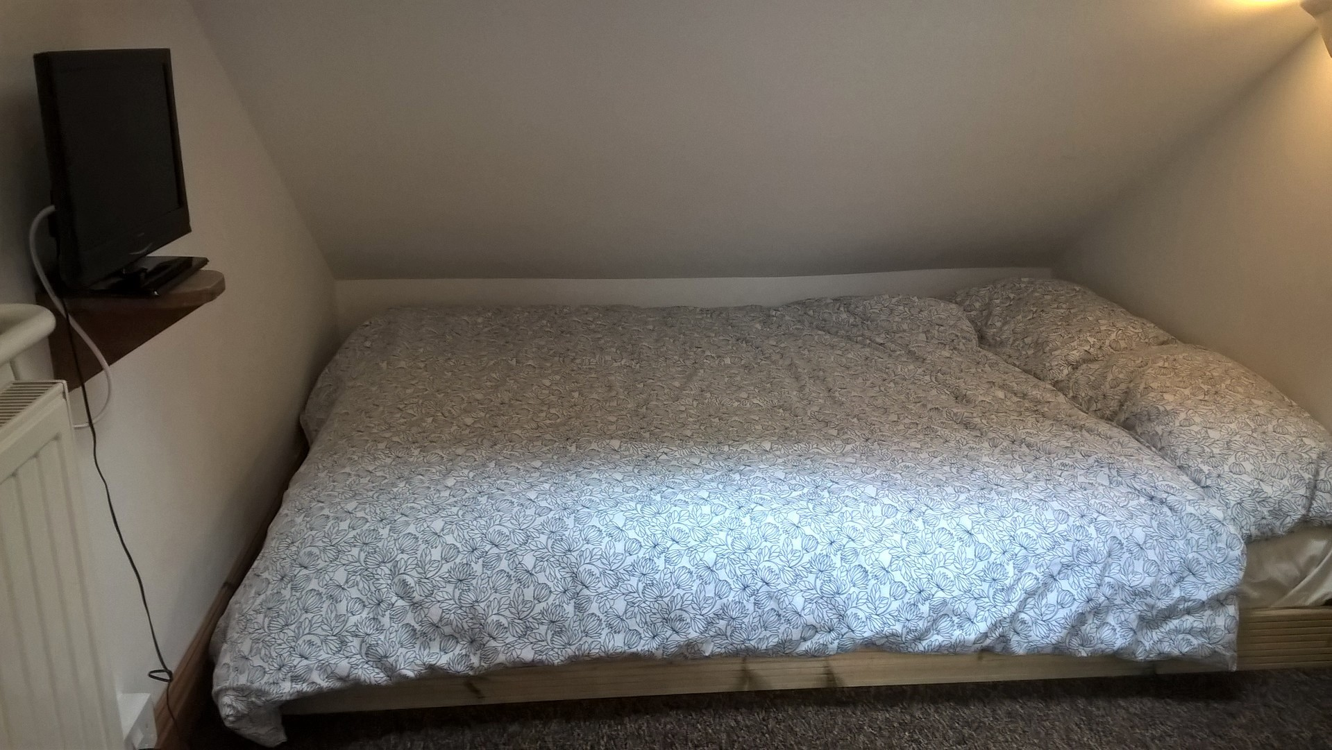 bed2 tv.jpg
