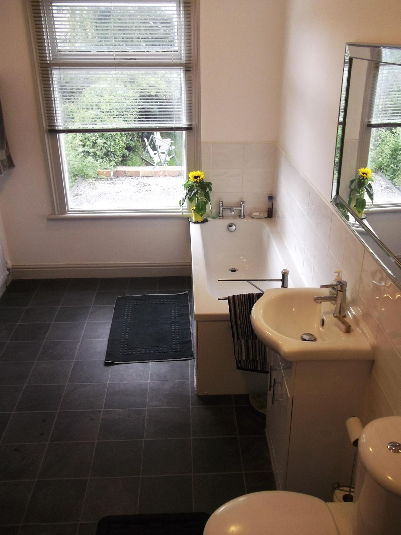 Moor St bath+wc.jpg