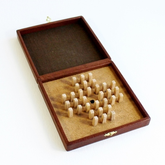 Bookbinding apprenticeship exam work - a handmade game of solitaire in a leather box - by Kaija Rantakari / paperiaarre.com