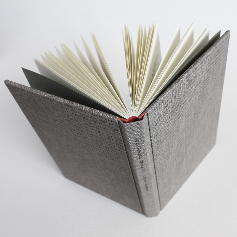 Designer binding by Kaija Rantakari, 2017. A variation of the sewn boards binding with typewritten binary code linen covers and pink leather spine lining. Ontto harmaa is a Finnish poetry book by Olli-Pekka Tennilä.