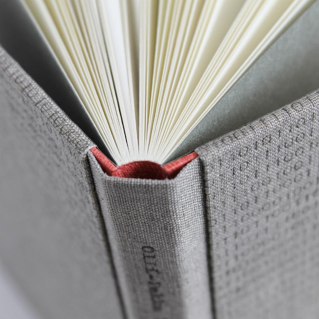 designer-binding-ontto-harmaa-binary-linen-11.jpg