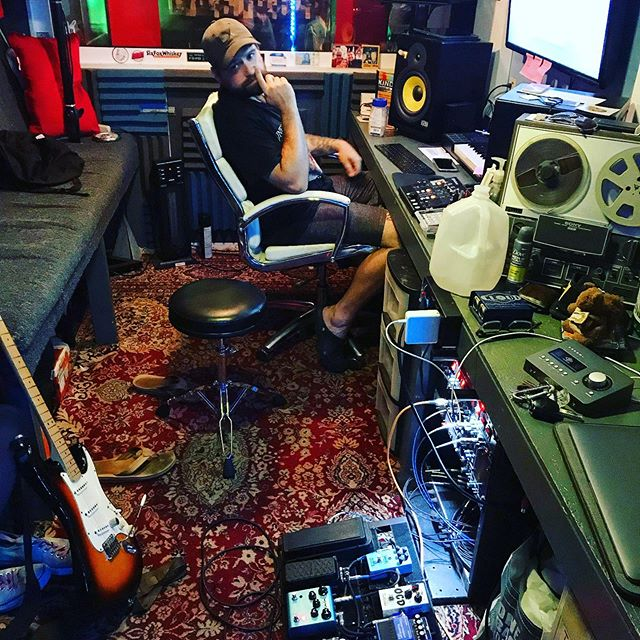 @kyletherrien hard at work on our new tunes @railroadparkrecordingco 😘 ( and lookin damn good while doing so ) * * * *  #tinystudiobigsound #karisowen  #pap #pappapsworkbench #papsworkshop #producer #musicproducer #musicproduction #music #songwritersofinstagram #studioporn #recordingstudio #recordingstudios #studiolife #audioproduction #gearporn #guitar #guitaristsofinstagram #universalaudio #universalaudioarrow #fender #fenderstratocaster #stratocaster #strymonengineering #ocd #mxr #logicprox #slatedigital #blacklionaudio @blacklionaudio @strymonengineering @uaudio @slatedigital @seanmichaelmaze