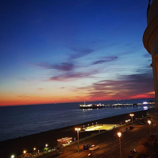 Another beautiful evening in Brighton 😍🌅 #brighton #ilovebrighton #home #sunset #sea #seascape #view #city #yellowwave #kemptown