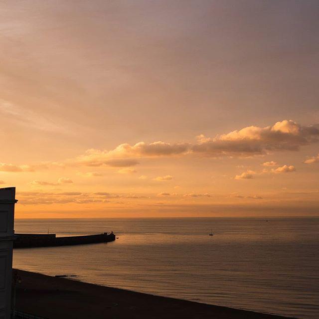 The beauty of an autumn dawn 🌅😲📷 #brighton #brightonandhove #ilovebrighton #brighton_ig #landscape #seascape #sea #seaview #dawn #sun #nature #beauty #lumix #gh5 #lumixgh5
