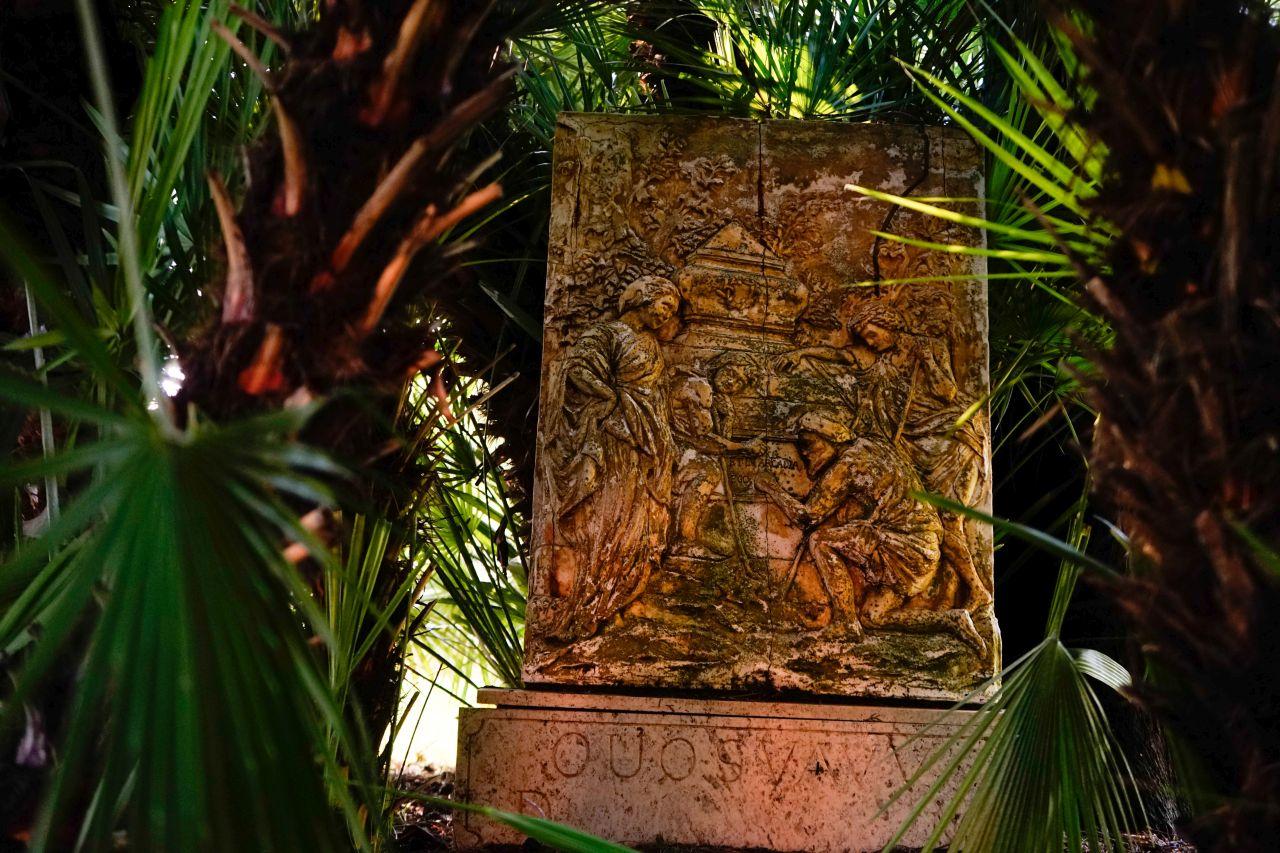 Treasure of Jerusalem monument.jpg