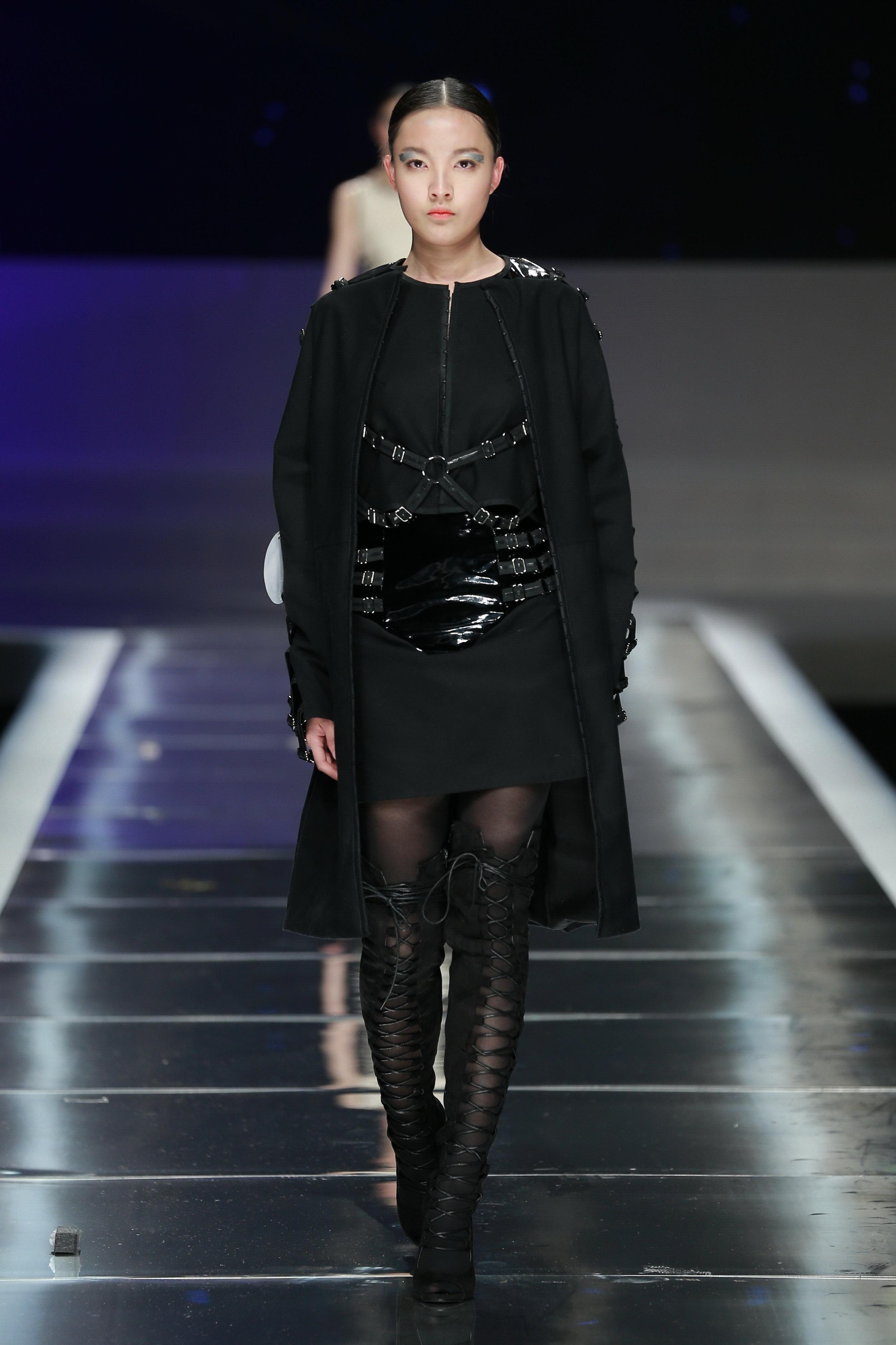 China-Look1-Skirt-Top-Coat-Award-Fashion-Week-Show-rock.JPG