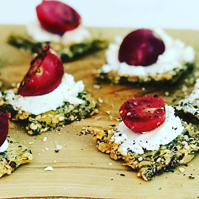 Toast Tuesday morning snack . . . . . . . . . . . . #toasttuesday #snack #goatcheese #cherrytomatoes #glutenfreeeats #glutenfreesnacks #cheese #goatcheese #realsimple #delicious #appetizers #cultcrackers #gf #grainfreeliving #grainfree #toast #fika #justeatrealfood #foodies