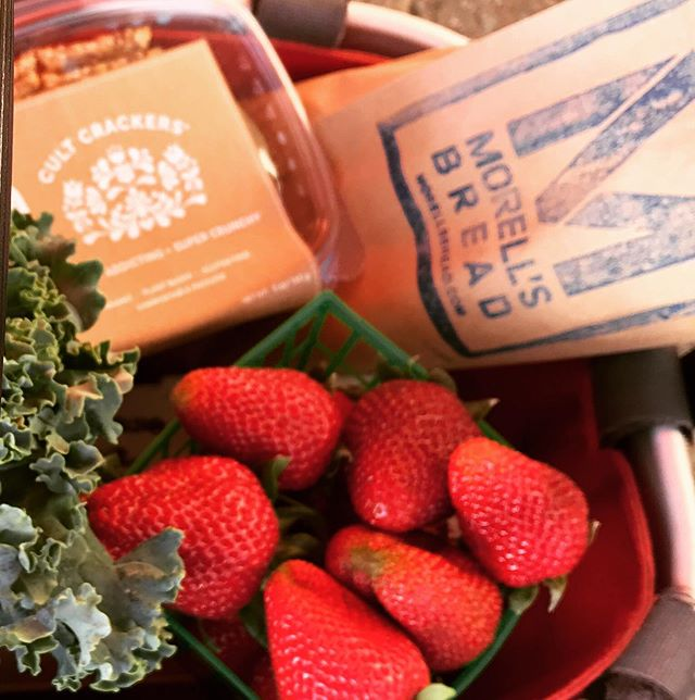 Farmer's Market Day! 🍓🍞 and #cultcrackers (we need a cracker emoji!) Visit us at the North Berkeley Farmer's Market from 3-7pm . . #artisanfood  #farmersmarket #northberkeley #eatingfortheinsta #strawberrys #lowimpactmovement #greenlife #greenlifestyle #sustainable #cultcrackers #organicfoods #madeinberkeley #crackers #girlbosslife #snacksmart #freshfoods #vegantreats #veganfood #gf #makersmarket #foodies #shoplocal #vegantreats