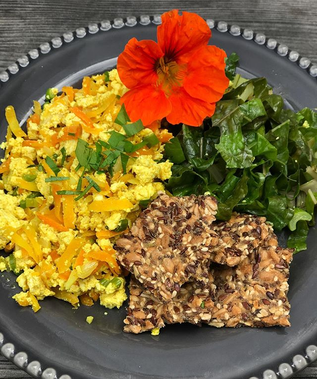 Weekend brunch, scramble tofu with sautéed chard and #cultcrackers😋 . . . . . . . . . . . . . . . . #weekendvibes #weekendfoods #scrambletofu #tofu #carrots🥕 #greenonion #garlic #chard #veganfood #veganbrunch #grainfreeliving #grainfreevegan #gf #delicious #saturday #plantbased #plantbasedmeal #organicfood #healthyfood #veganfoodlovers #cleaningredients #womenownedbusiness #realsimple #seeds #bestofvegan