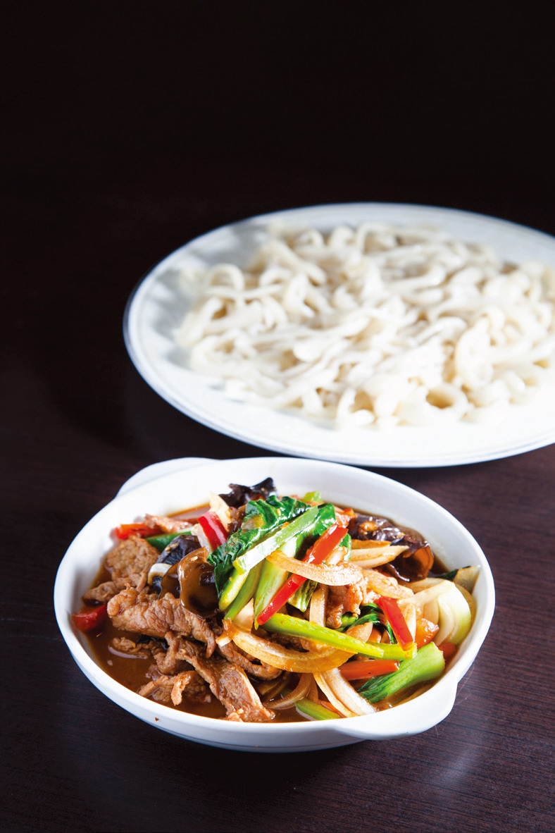 Stir fried lamb with noodles