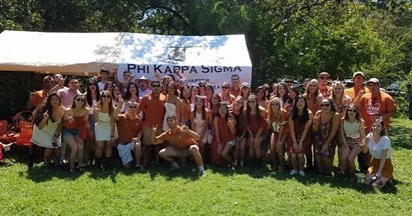 We had a great time getting to meet some of the girls of @texasxbd yesterday at our tailgate! Thank you to everyone who came out! Looking forward to the next one already! 🤘🏼🏈#hookem #RushSkulls