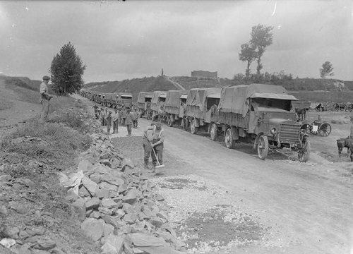 A column of motor lorries on the Contay-Amiens road in September 1916.