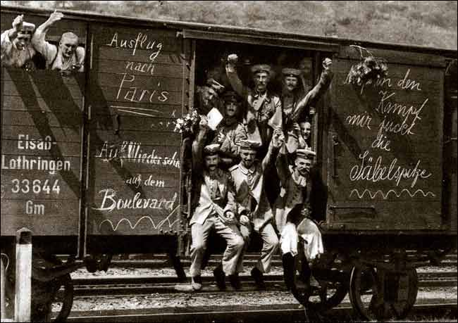 German_soldiers_in_a_railroad_car_on_the_way_to_the_front_during_early_World_War_I,_taken_in_1914._Taken_from_greatwar.nl_site.jpg
