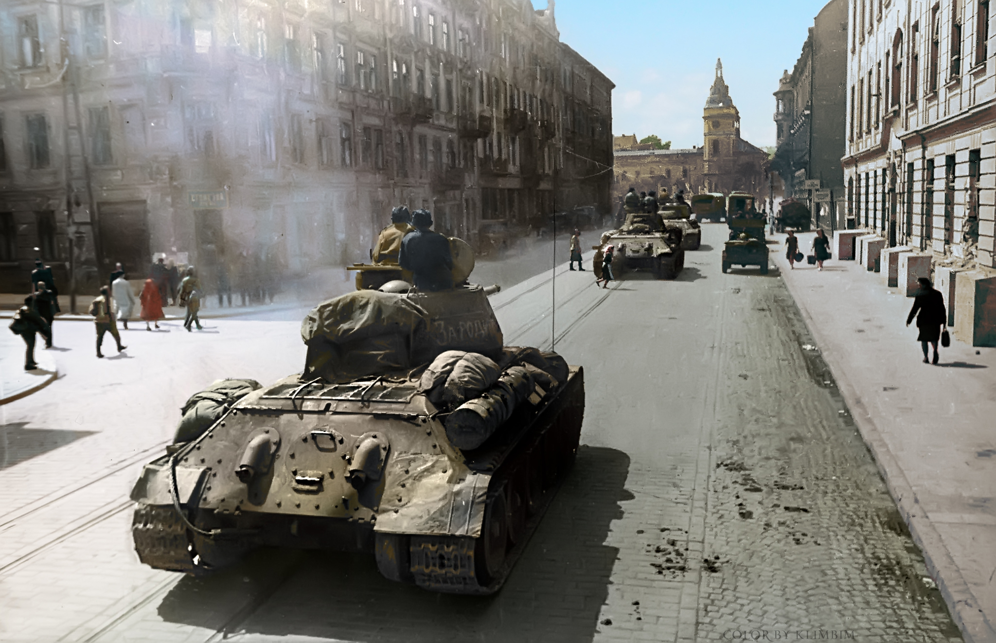 Soviet armoured troops enter Lemburg (Lvov) in 1944