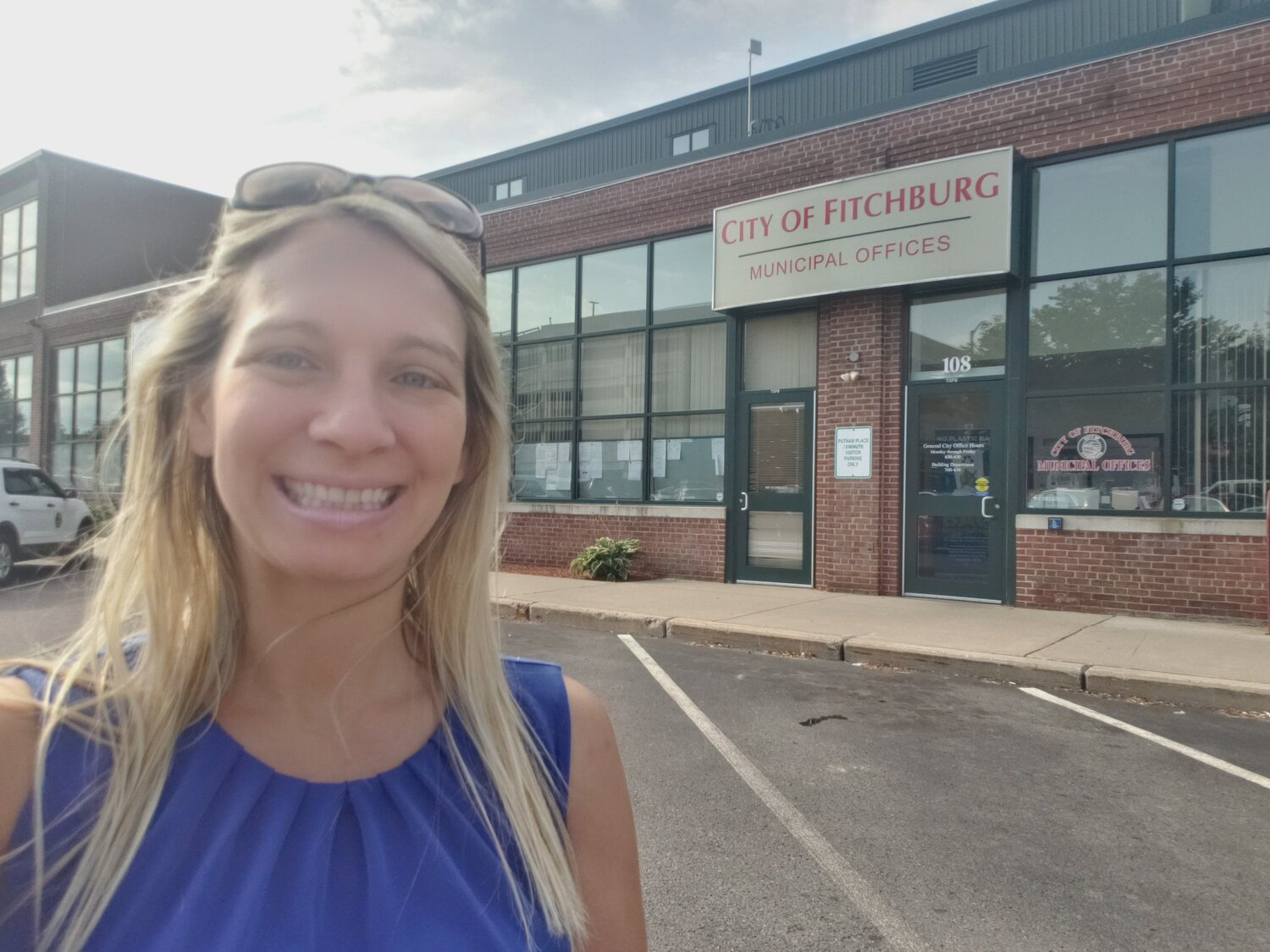 Celebrating  #CityHallSelfie  day today in @FitchburgMass with a little  #Fitchburg  City Hall History!  Here is Fitchburg's Current City Municipal Offices at 166 Boulder Drive. See thread for more Historical & Future Locations! @ELGL50  #localgov   #CityHallSelfieDay