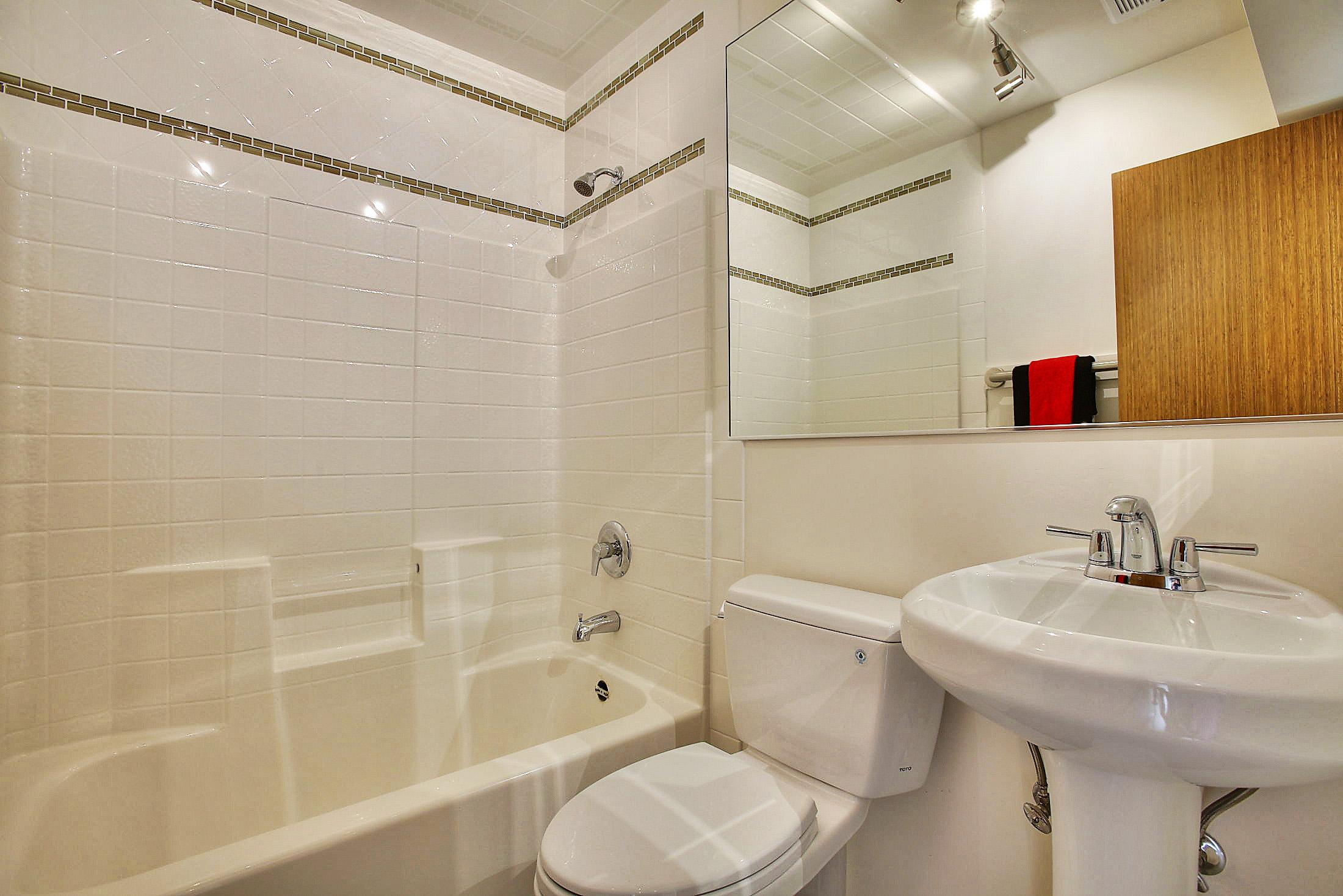 17_SkyLoft_Bathroom1.jpg