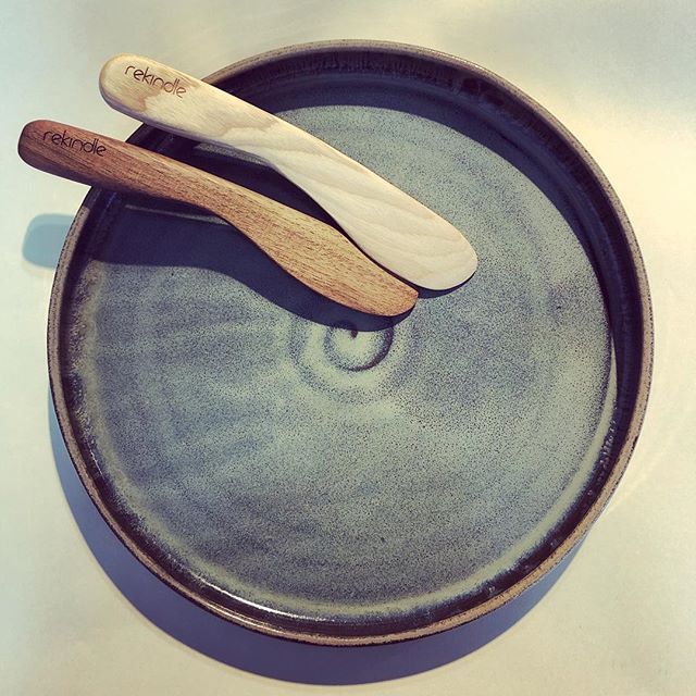 Perfect combination, @elementerra_art_studio serving platter and @rekindleyourlife spreading knife. Makes me want to have a dinner Party. . . . . . . . #letbeautysurroundyou #cheese #jellies #spreadingknife #goodgrip #handmade #smallbatch #madeincanada #ceramics #pottery #heirlooms #beautyinthehome #simplicity @darksidechocolates @westandco.cumberland #onemoreweek #partyatmyplace