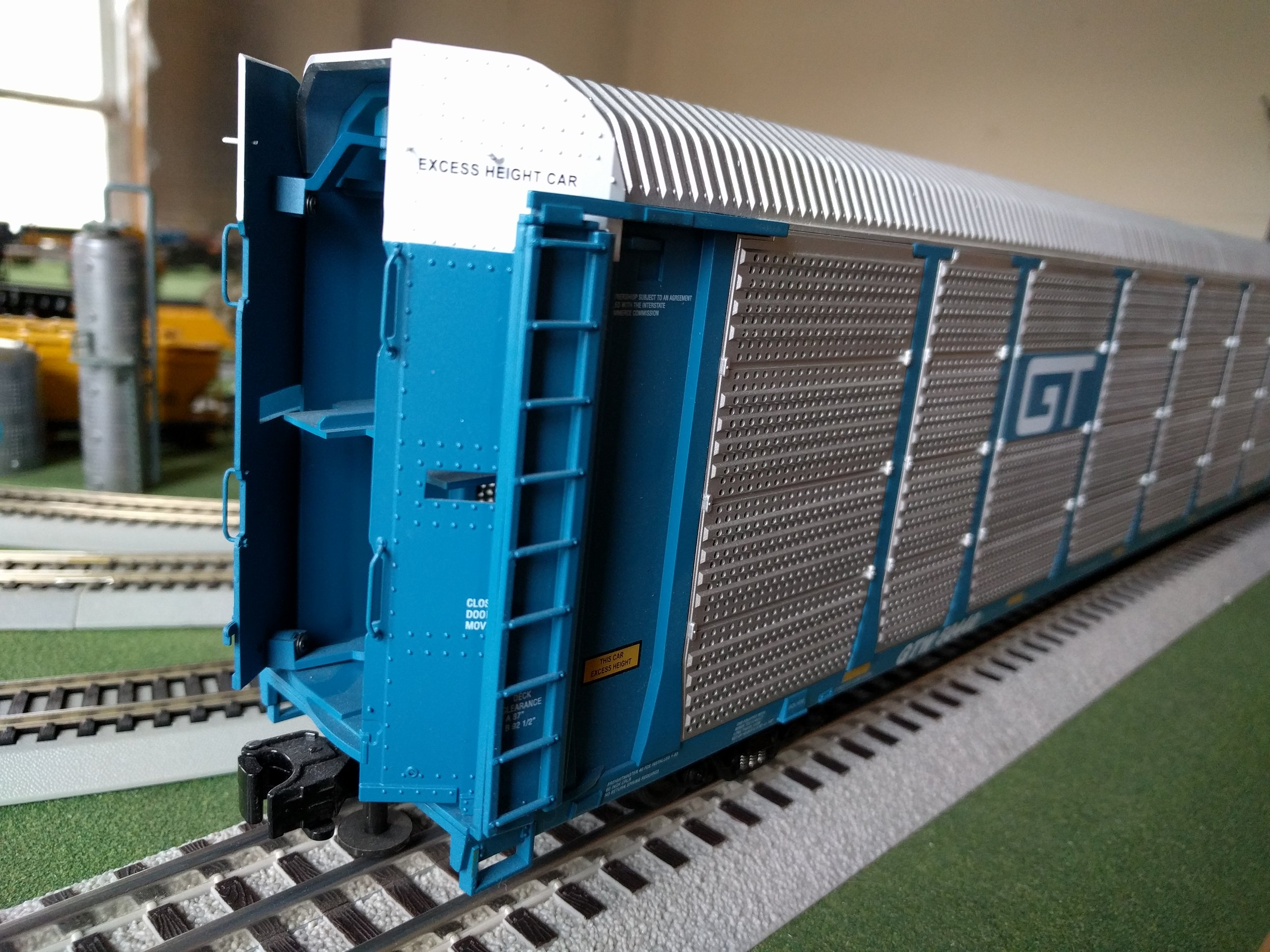 These O Scale auto carriers are beasts!