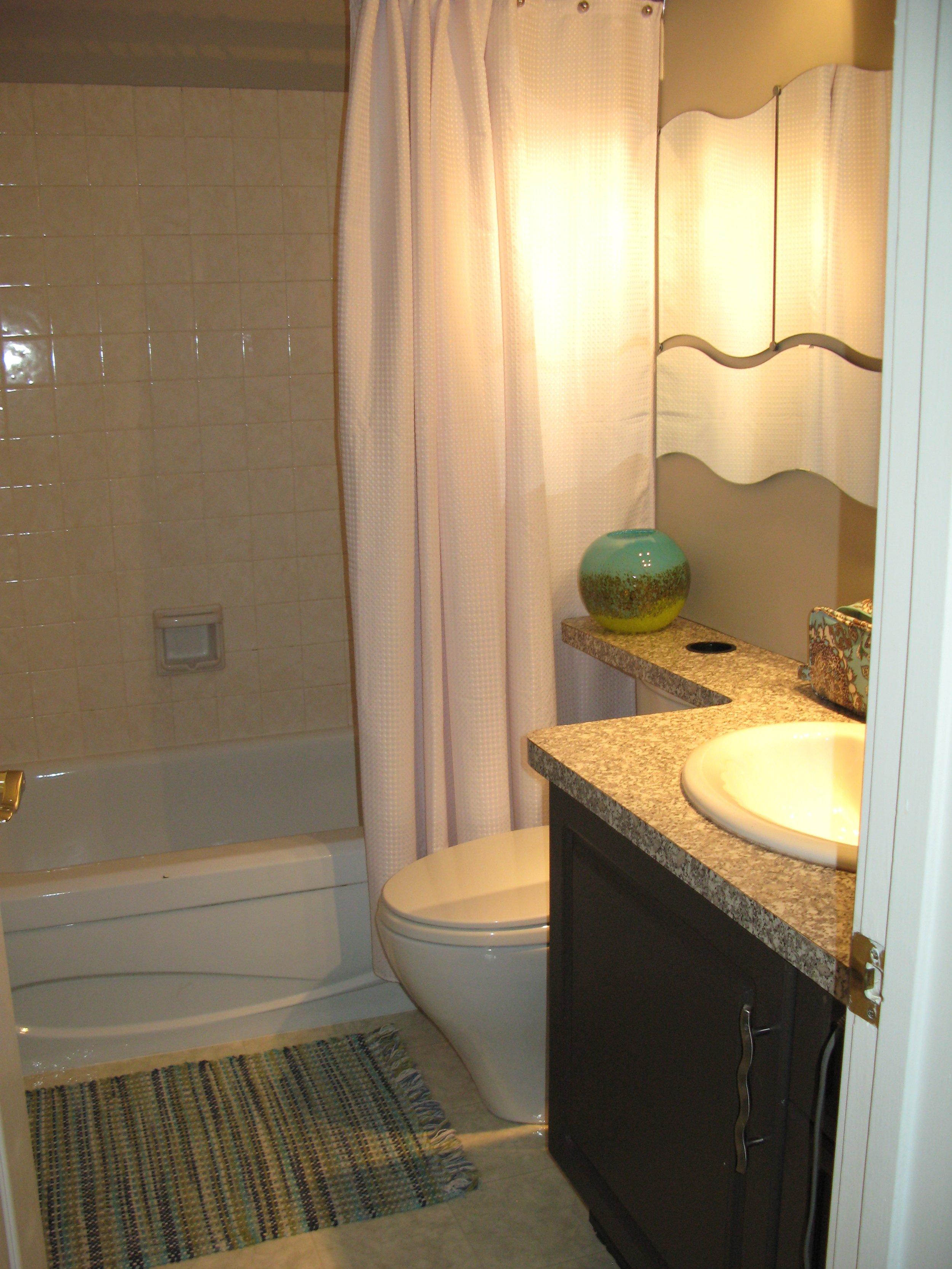 bathroom before (home 3)