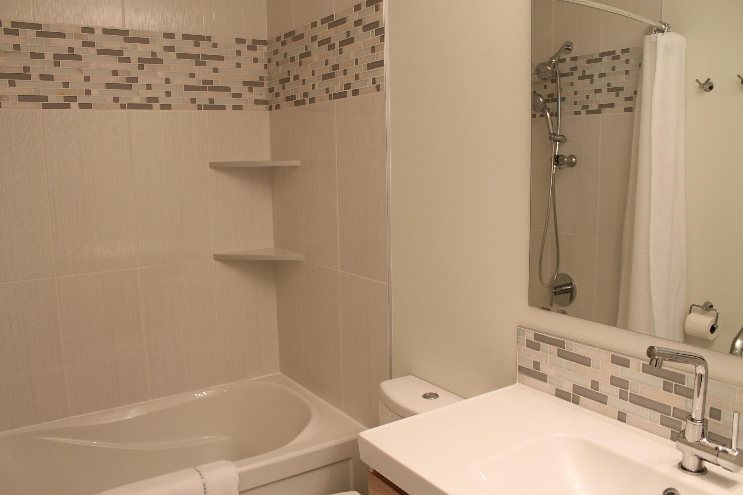 bathroom after (home 3)