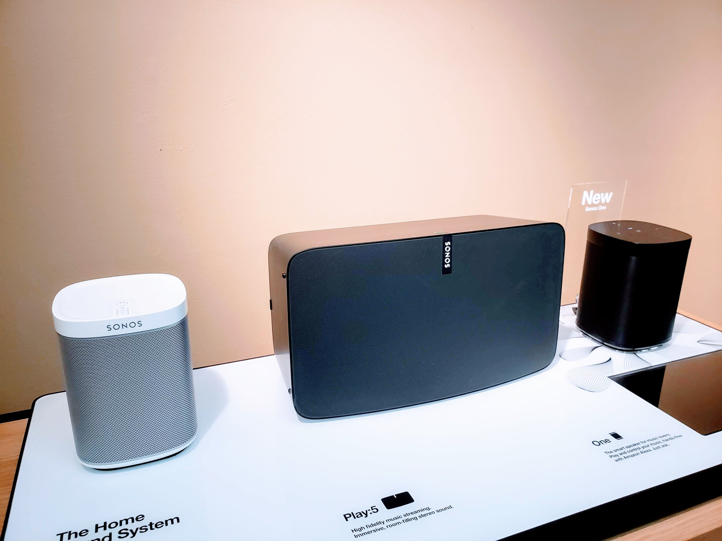 Sonos Play 1 vs Sonos One: Sonos Play 1 on left, Sonos One on Right.