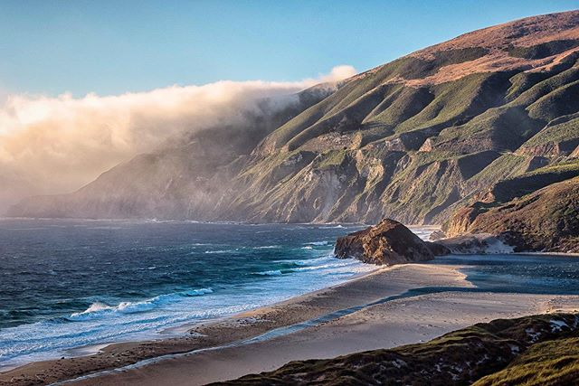 I had a great time down in Big Sur this weekend, checking out the usual sights. The fog rolled out by the afternoon and rolled back in the early evening when we were headed home, creating these wonderful moody scenes.