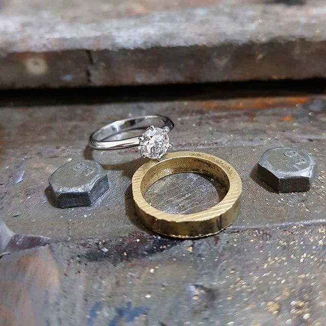 Keeping it simple and timeless. 6 claw solitaire sitting pretty on the bench. Never get sick of making these . . . . . #tinkjewellery #melbourne #handmade #custommade #jewellery #melbournemade #melbournemaker #customjewellery #accessories #gold #silver #platinum #diamonds #weddingring #engagementring #6clawsolitaire #solitaireenagementring