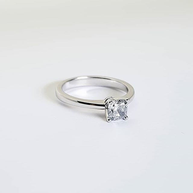 Recent remake for a couple of legends.  This setting style will work really well with different cuts of stone especially round and princess.  Call or email to get in touch 📧🤙🏻 . . . . . #diamond #4clawsolitaire #solitaire #engagementring #rosegold #whitegold #yellowgold #cushioncut #diamond #custommade #tinkjewellery #tink #melbournemade #melbournemaker #melbournejeweller #customjewellery #18ct #handmade #gold #australianmade