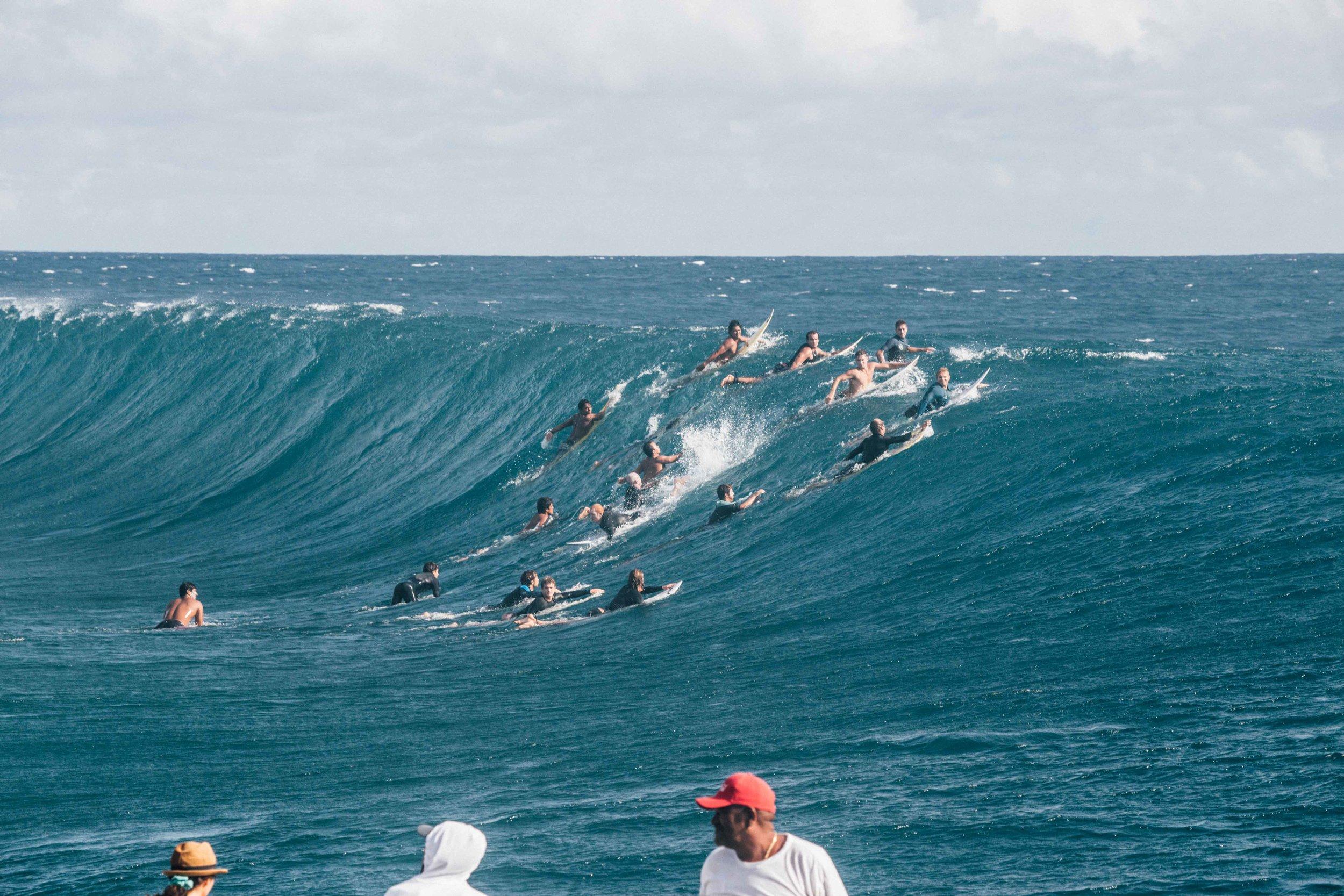 teahupoo_surfers.jpg