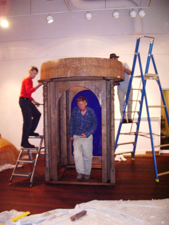 A Lean Man's Folly (installation), 2008, Oregon and sugar pine, glass, acrylic and gold leaf, 328 x 143 x 143 cm