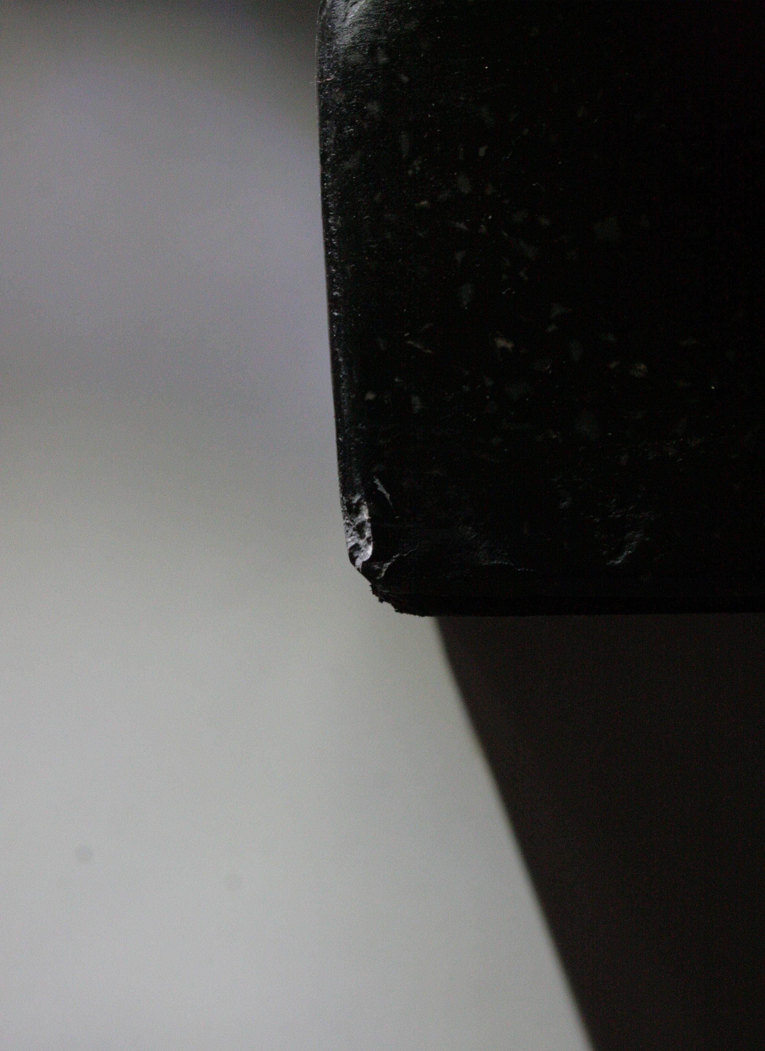 Socle - détail d'un éclat de matière