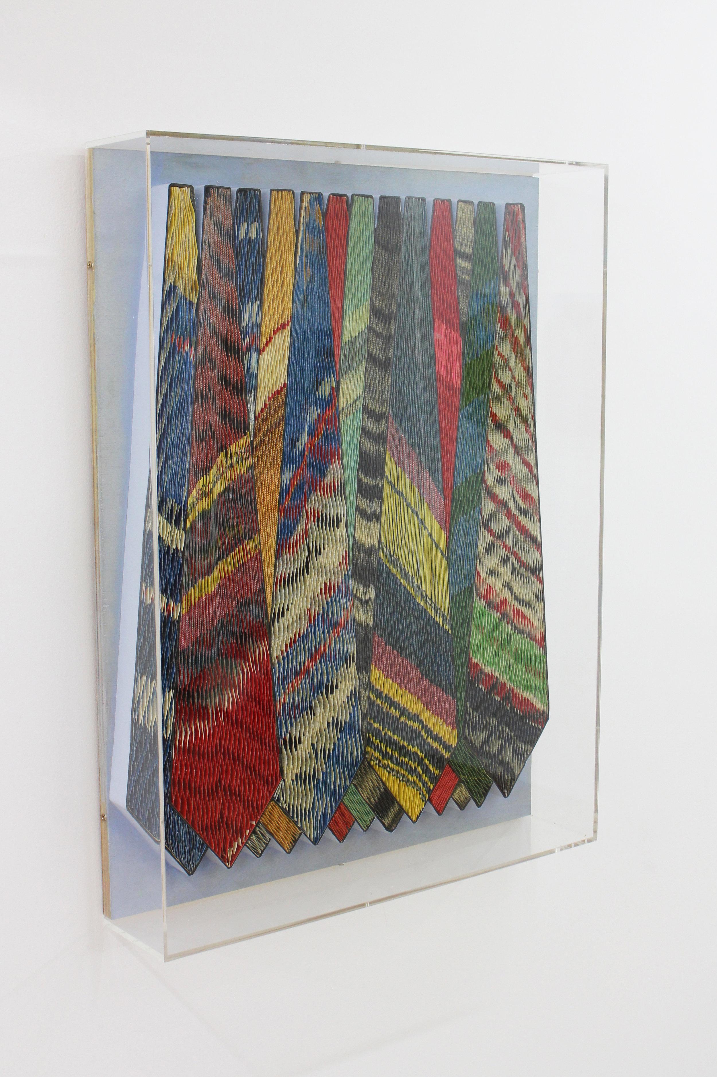 CRAVATES - Pavlos Dionyssopoulos (1991) - Lés de papier massicotés collés sur un fond en bois peint. Encadrement sous Plexiglas. ©Galerie Sobering Photographie (Cécile Gremillet)