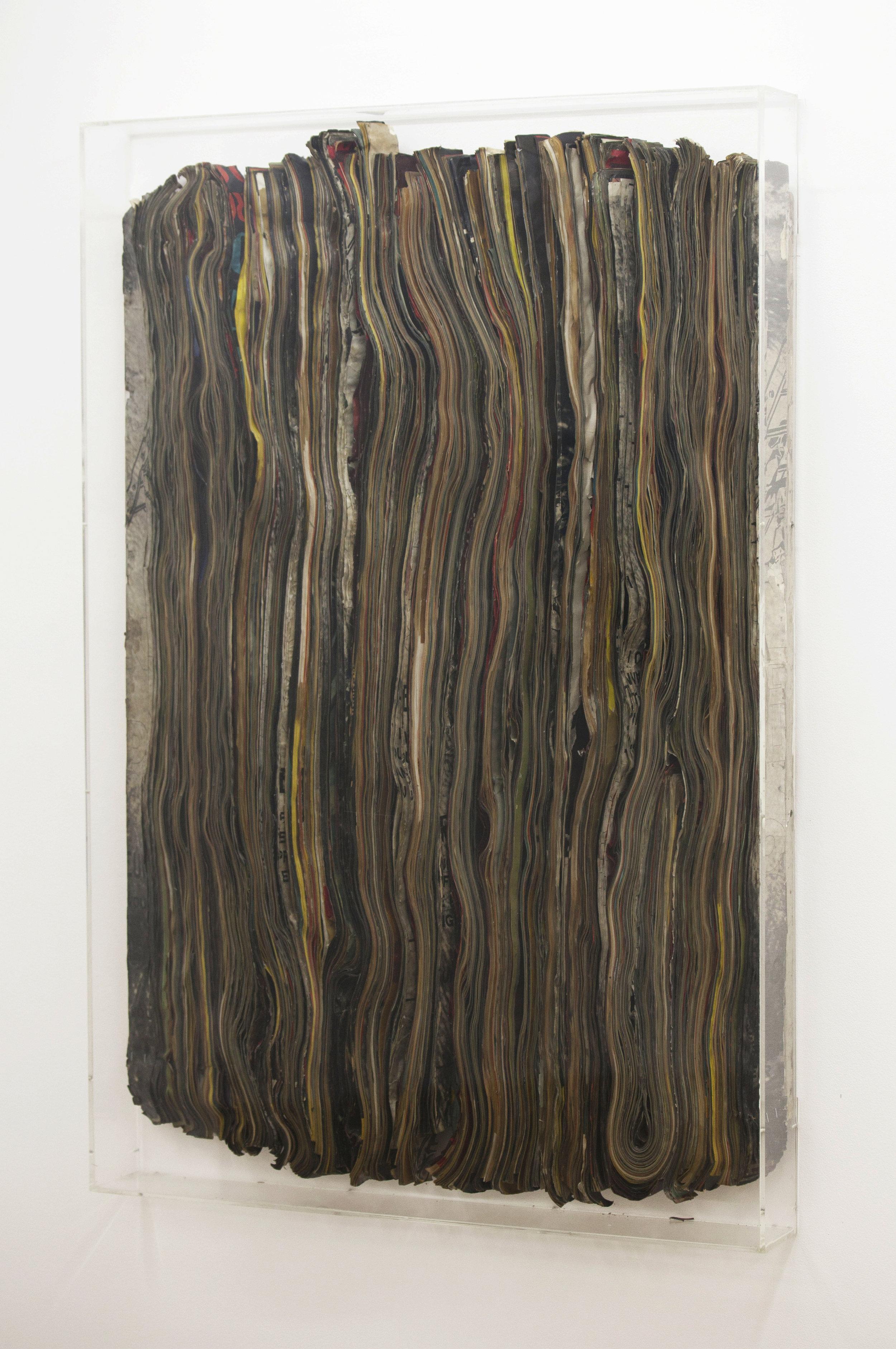 SANS TITRE - Pavlos Dionyssopoulos (1963) - Lés de papier massicoté collés sur toile. Encadrement sous Plexiglas.100 cm x 81 cm. ©Galerie Sobering Photographie (Cécile Gremillet)