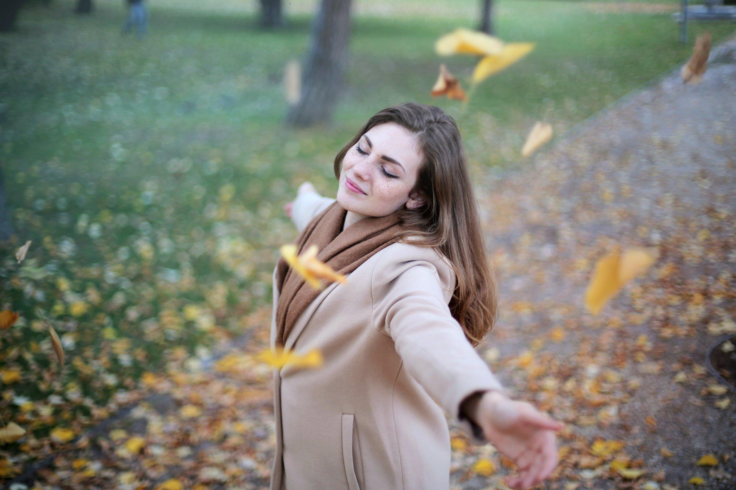 adult-autumn-autumnal-712413.jpg