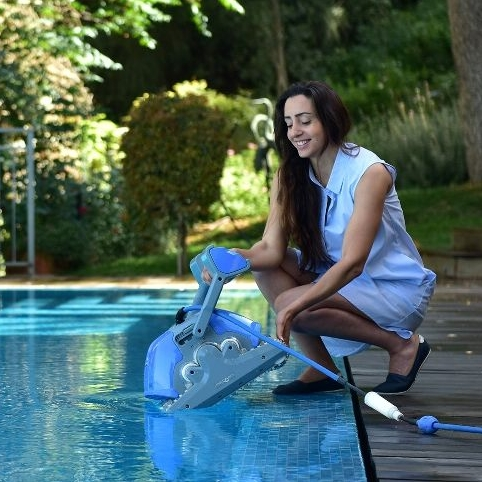 Dolphin_M400_Robotic_Automatic_Pool_Cleaner-3715-2081.jpg