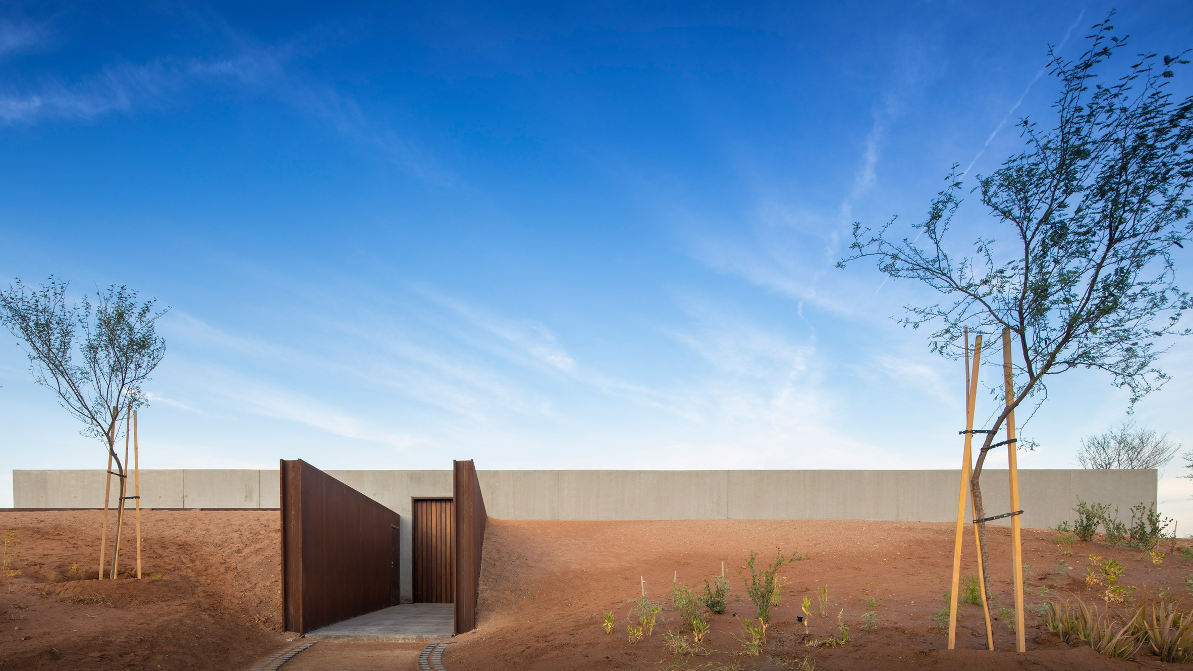 al-faya-lodge-anarchitects-architecture-photography-fernando-guerra-_dezeen_2364_col_1.jpg