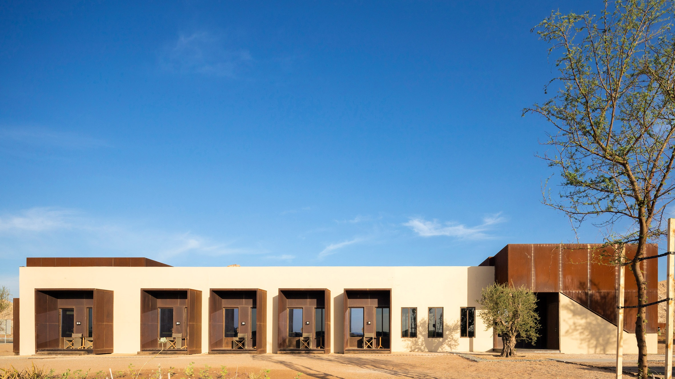 al-faya-lodge-anarchitects-architecture-photography-fernando-guerra-_dezeen_2364_col_4.jpg