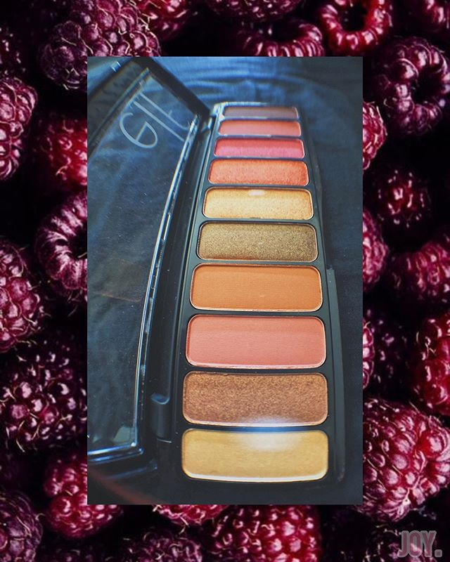 Elf has me over here looking like a sunset 🌇 I feel like I'm on vacation every time I pass the mirror. ⚓️ This palette is nice and light👍🏾, I dig the shades I'm able to mix together but especially on their own as well, I loved the blushy/peachy tones for my shade to warm me up! 🌸🧜🏾‍♀️ I can also put this in my lil' pouch. #ElfCanada #ElfShopperDrugMart #Complimentary @elfcosmetics