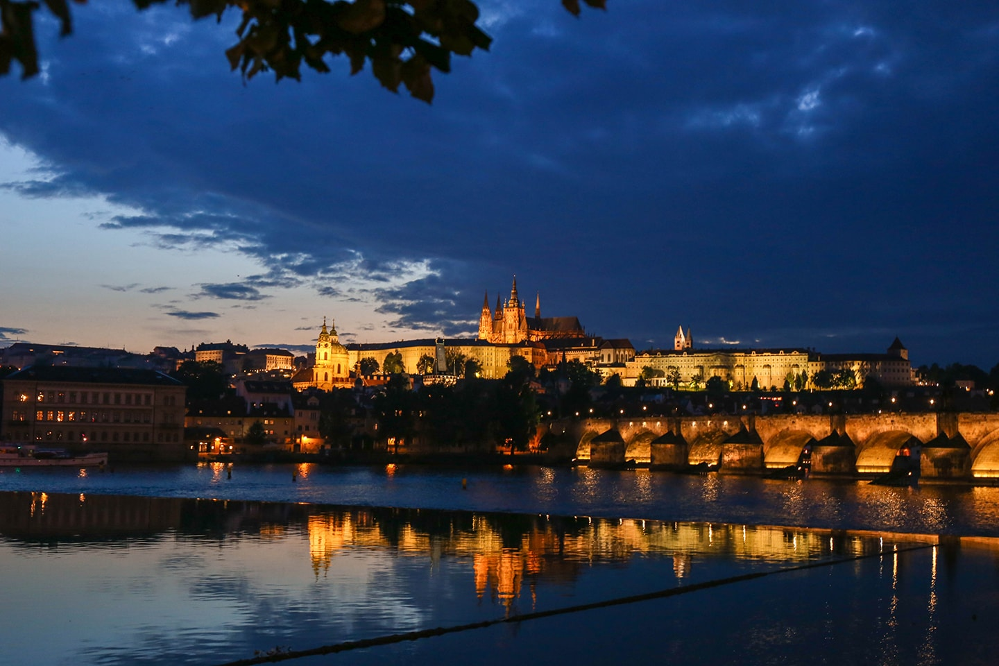 24 hours in prague: charles bridge