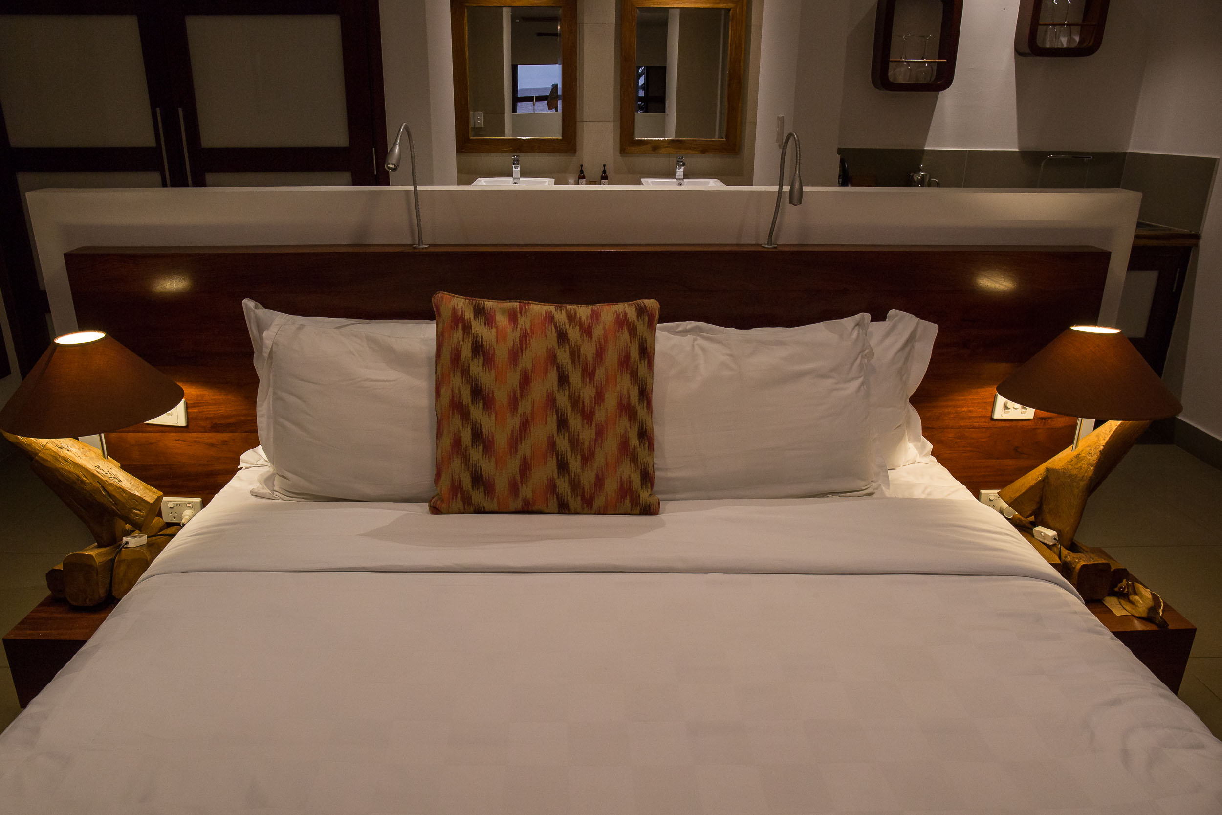 Kingsize Bed, Waterfront Villa, The Havannah, Vanuatu