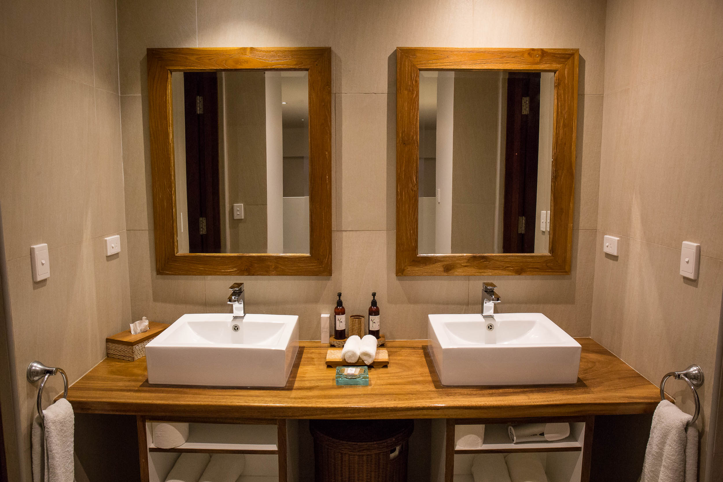 Twin vanity, Waterfront Villa, The Havannah, Vanuatu