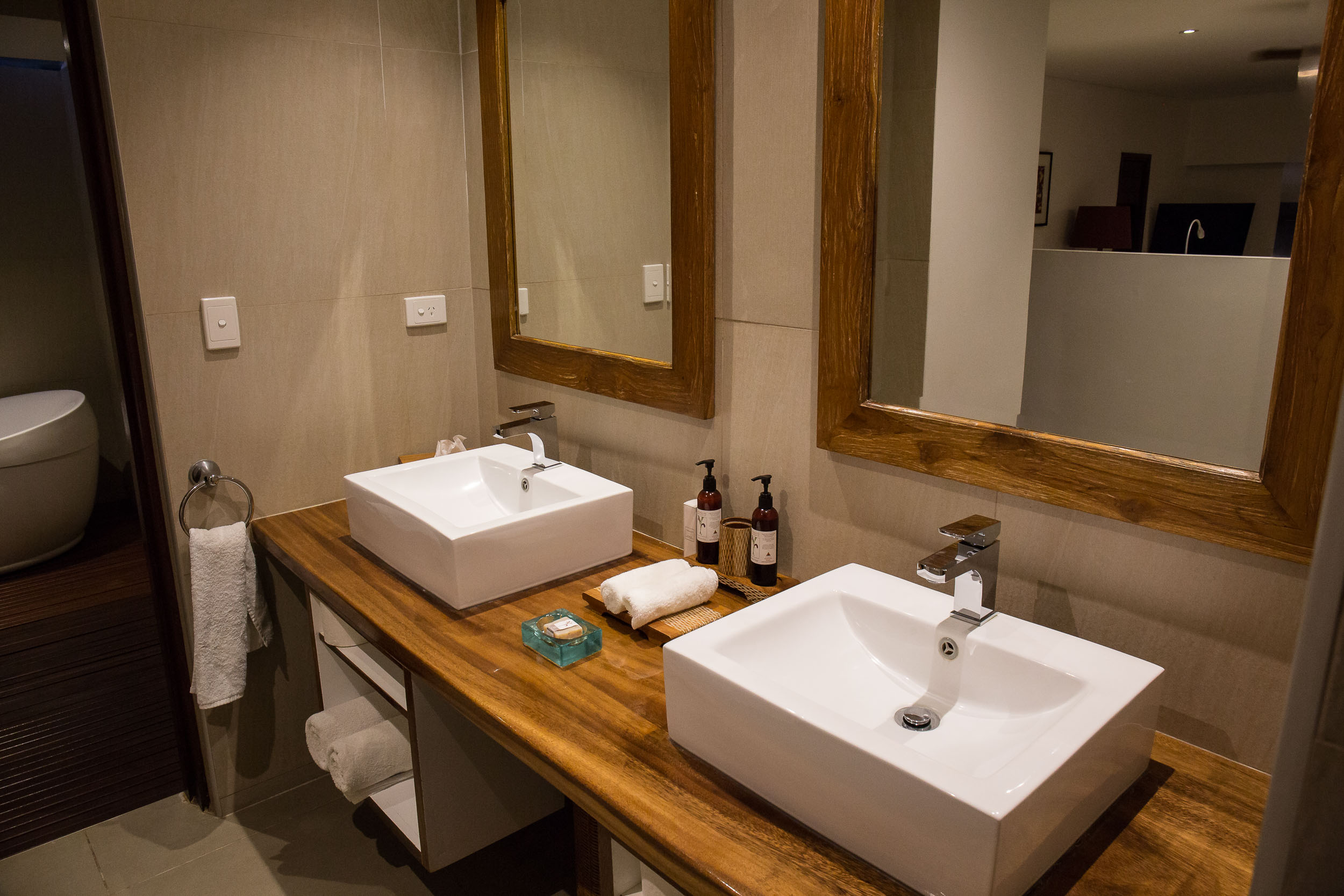 Twin vanity, Waterfront Villa, The Havannah, Vanuatu (2)