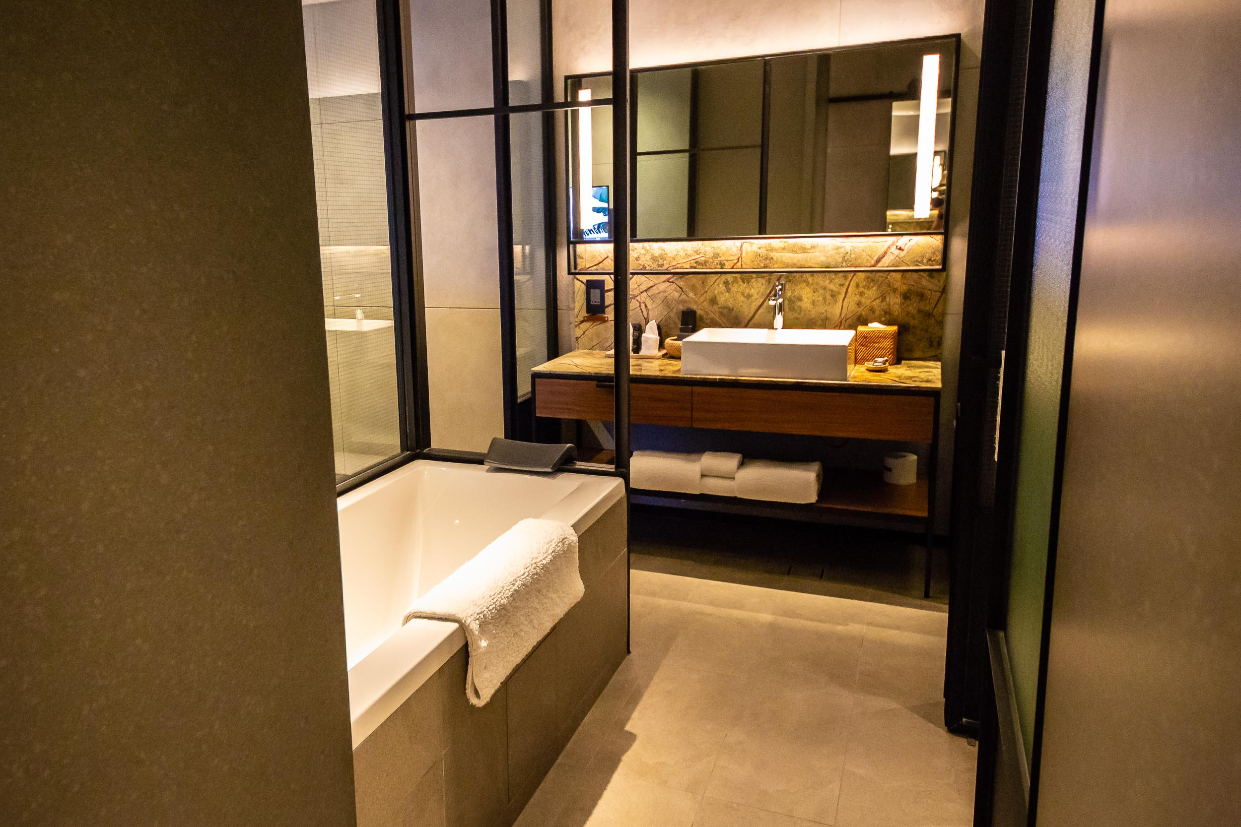 River View Room, Bathroom, The Warehouse Hotel, Singapore