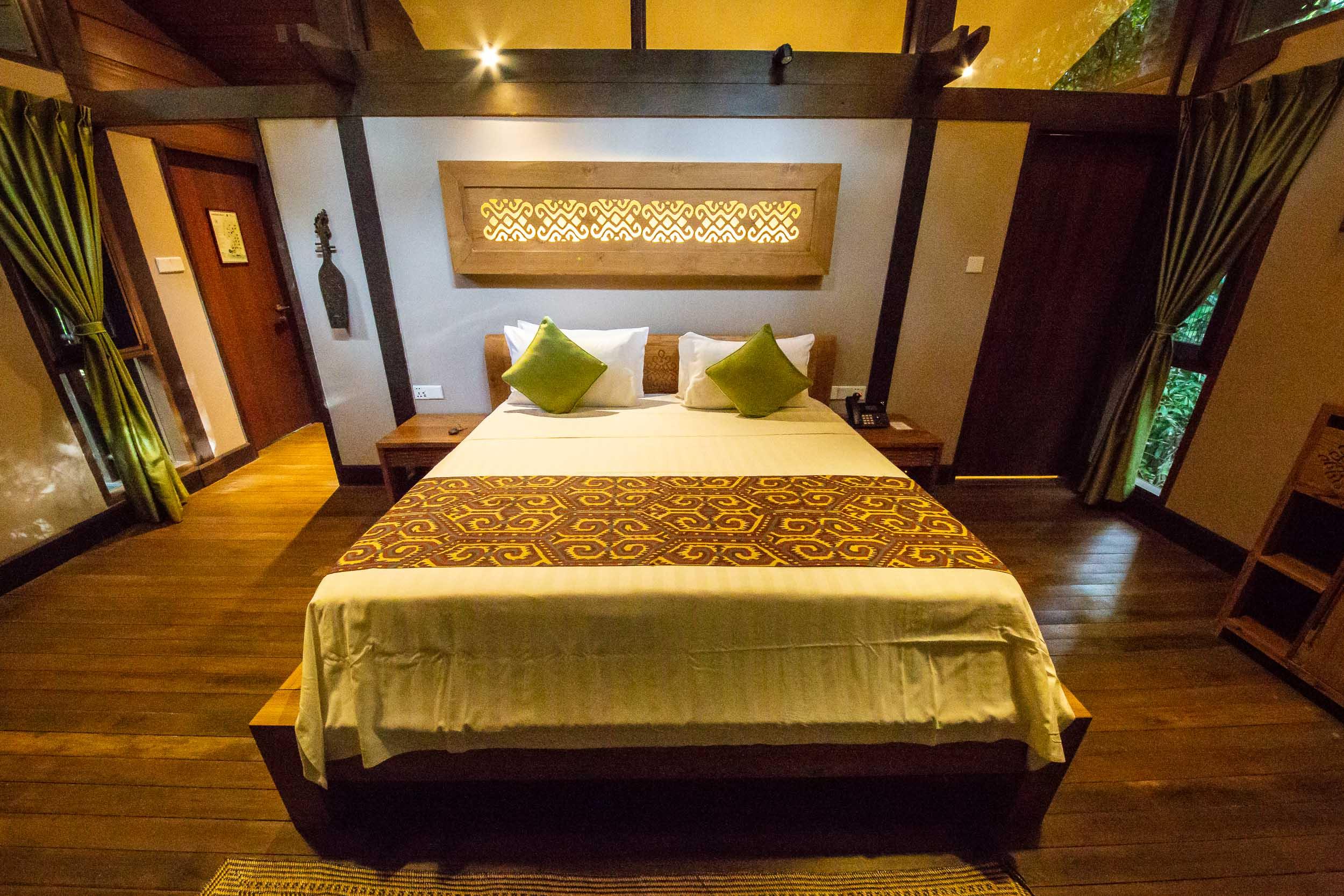Queen Bed, Villa Room, Sukau Rainforest Lodge, Sabah, Borneo, Malaysia