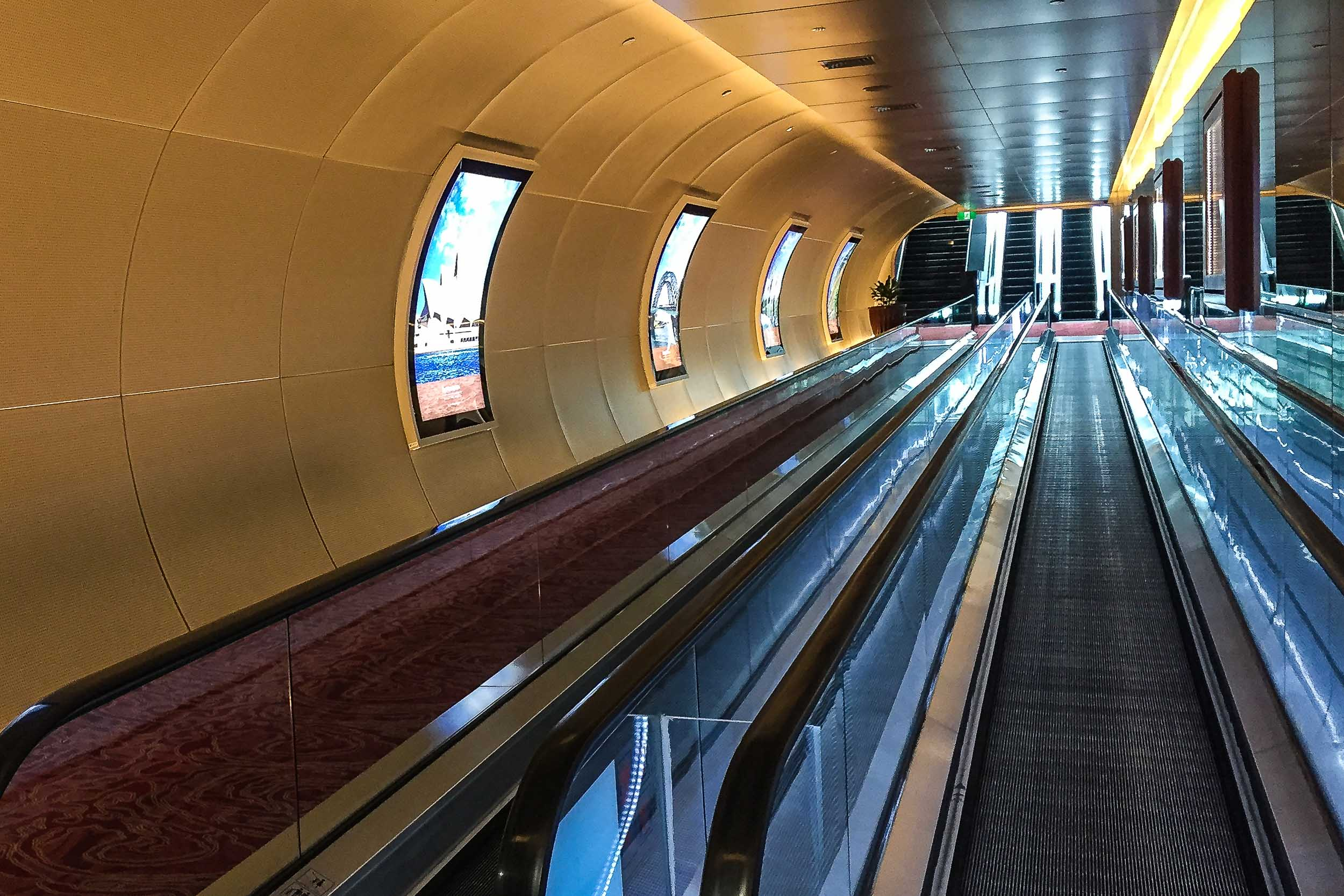 Airconditioned underpass between Hotels