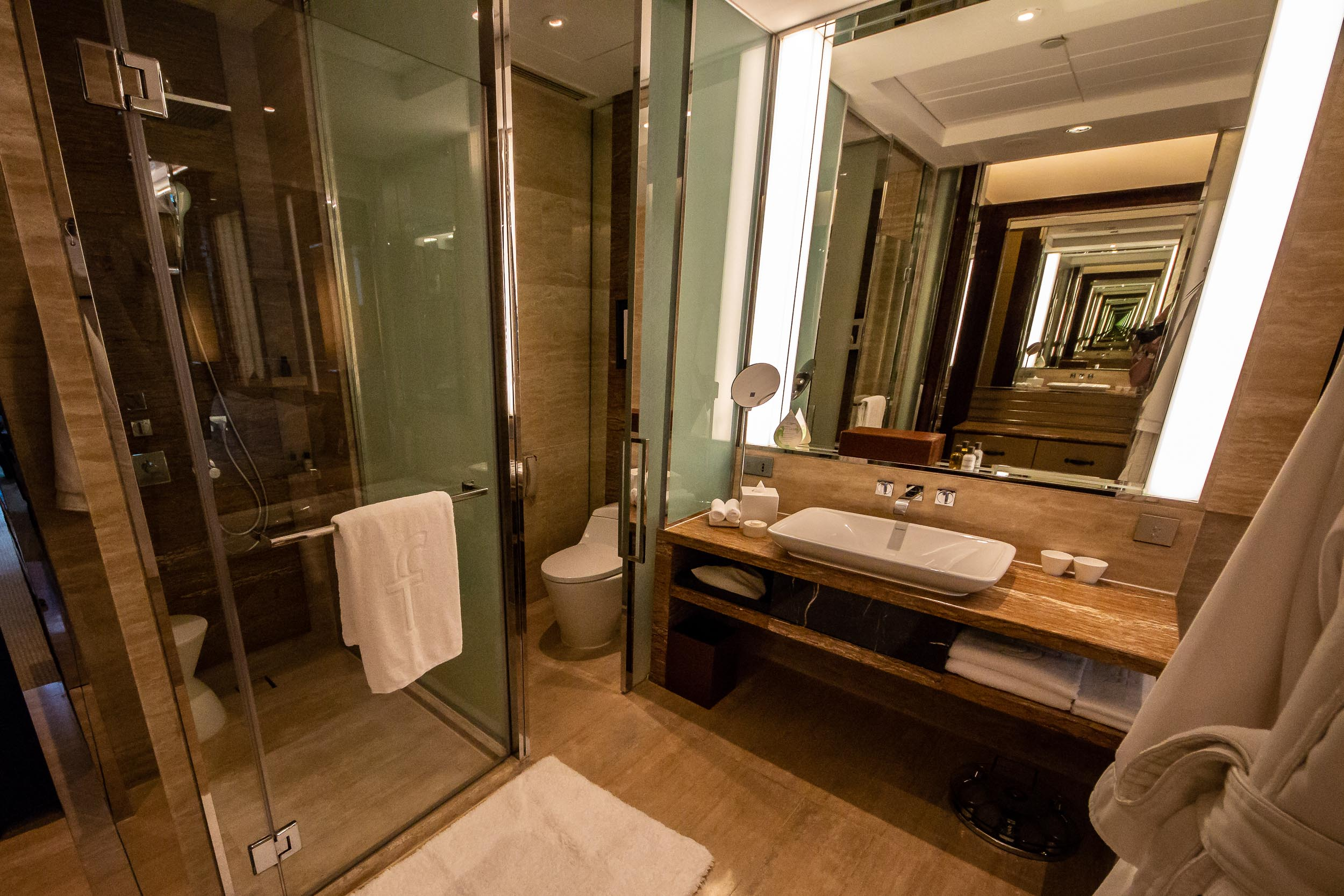 Bathroom, Premier Room, Fullerton Bay Hotel, Singapore