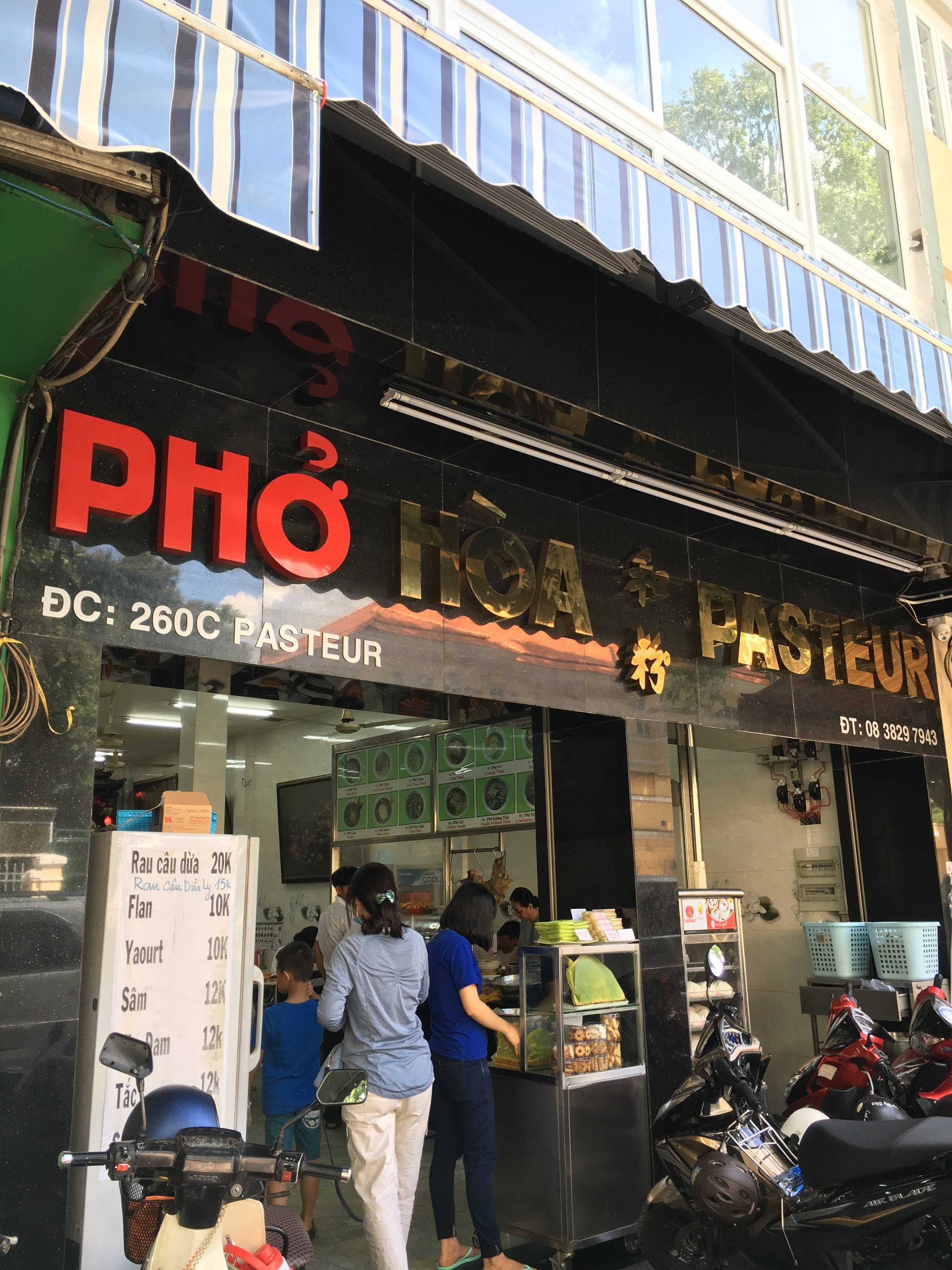 Outside view of Phở Hòa Pasteur