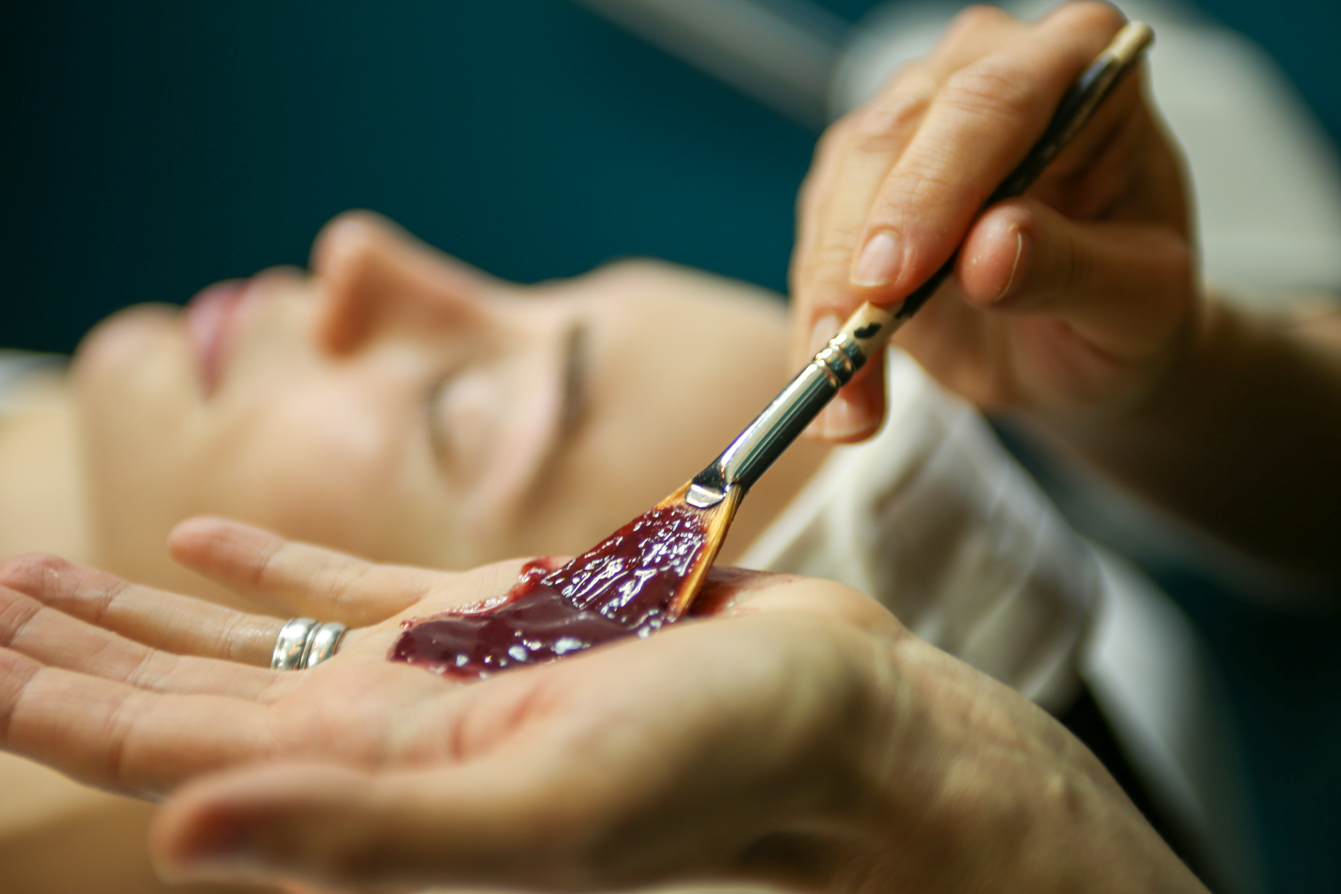 ENHANCED CUSTOM SIGNATURE FACIAL   Includes everything in the custom signature facial, plus an additional AHA's and/or salicylic depending on your specific needs and goals.  90-minute session: $100