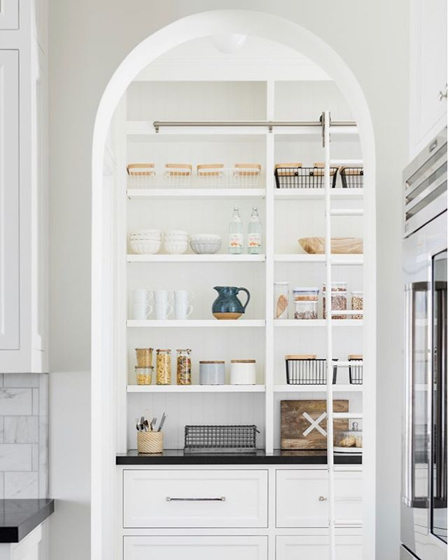 A walk in pantry with an archway, well organized (and beautiful) containers, plus a rolling ladder? Yes please!! 🙋🏼‍♀️Design by @studiomcgee