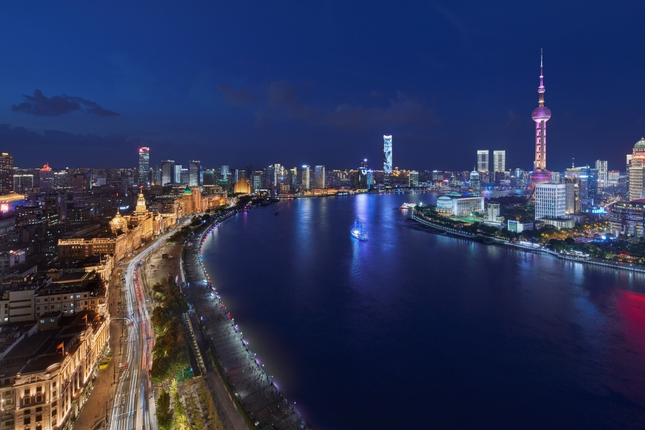 Night view of The Bund, Shanghai (2019)  The Bund, also called as the world Expo of architectures, used to be split and occupied by the British Concession (then the International Settlement) and the French Concession.
